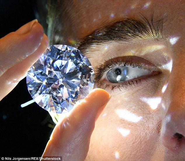 Viên kim cương trắng thuần khiết lớn nhất sắp được đấu giá - 3