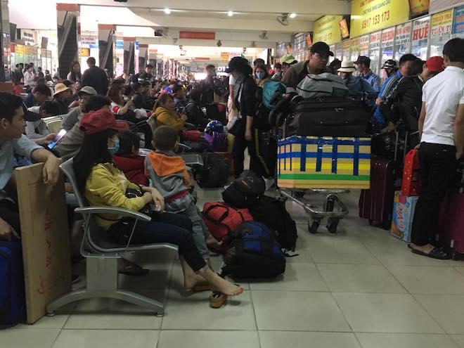Chưa nghỉ Tết, người dân Sài Gòn hối hả về quê, bến xe kẹt cứng - 4