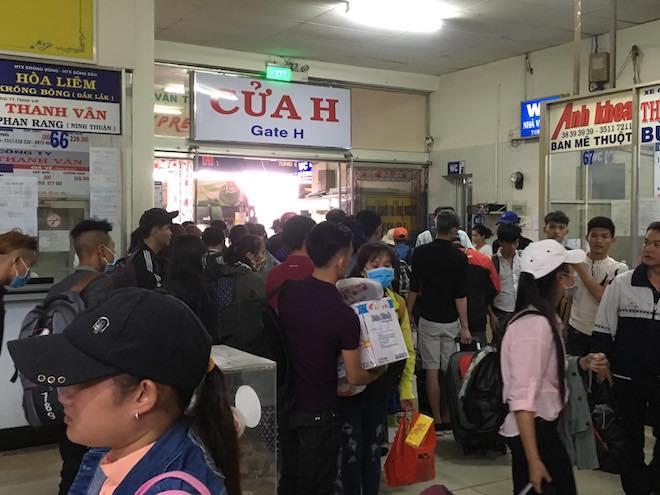 Chưa nghỉ Tết, người dân Sài Gòn hối hả về quê, bến xe kẹt cứng - 5