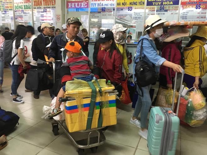 Chưa nghỉ Tết, người dân Sài Gòn hối hả về quê, bến xe kẹt cứng - 6