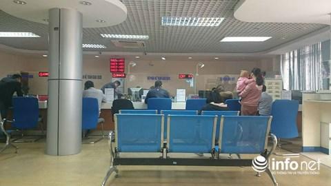 Cận Tết, khách chờ chực la liệt tại quầy giao dịch ngân hàng - 5