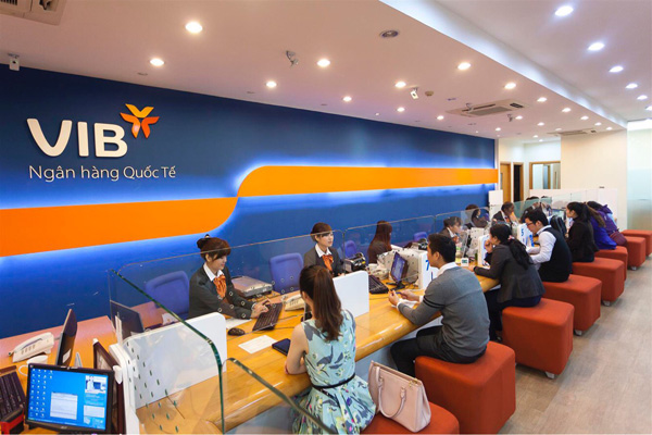 Lãi suất hấp dẫn, khách hàng lựa chọn ngân hàng nào để gửi tiền? - 2