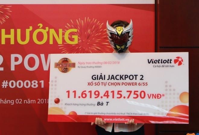 3 người cùng đeo mặt nạ đi nhận hơn chục tỉ của Vietlott về ăn Tết - 3