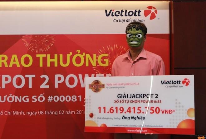 3 người cùng đeo mặt nạ đi nhận hơn chục tỉ của Vietlott về ăn Tết - 4