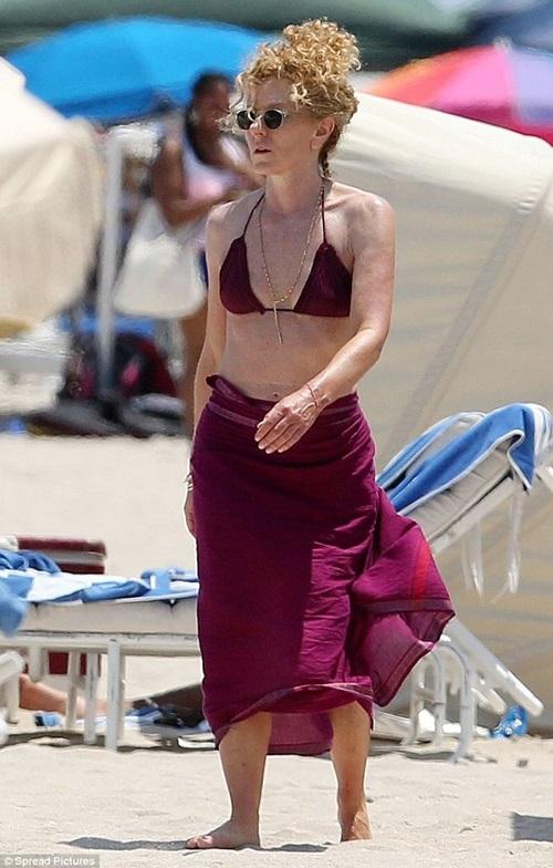 Kinh ngạc với cơ bụng 6 múi của người phụ nữ gần 60 tuổi - 9