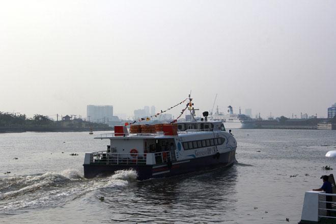 Người Sài Gòn đi chơi Tết, du xuân bằng tàu cao tốc - 1
