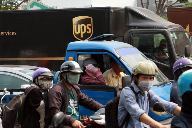 """Ngàn người """"hóa điên"""" ở cửa ngõ Tân Sơn Nhất chiều 25 Tết - 5"""