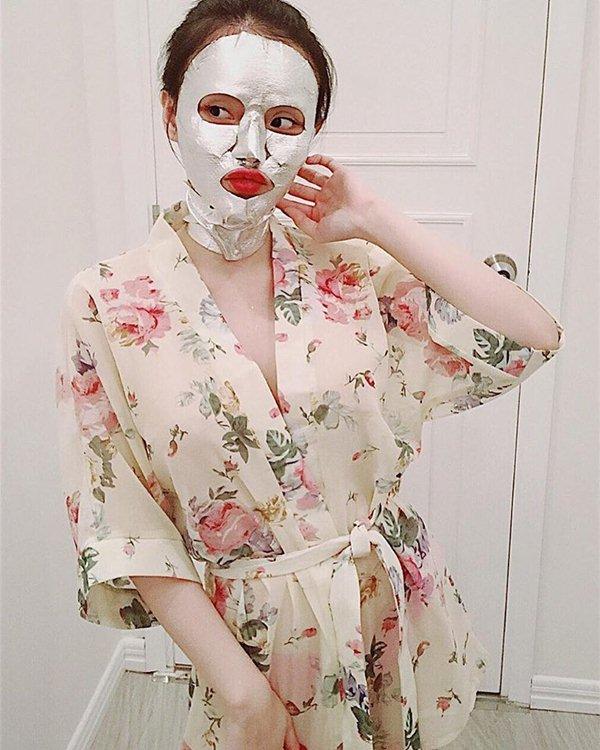 Nín thở với loạt váy áo ngủ trễ nải của em gái Angela Phương Trinh - 3