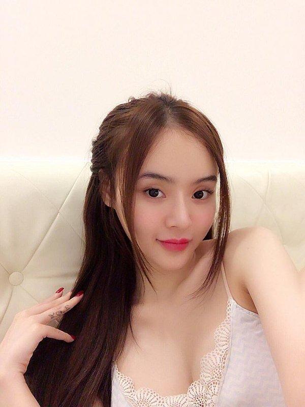 Nín thở với loạt váy áo ngủ trễ nải của em gái Angela Phương Trinh - 9