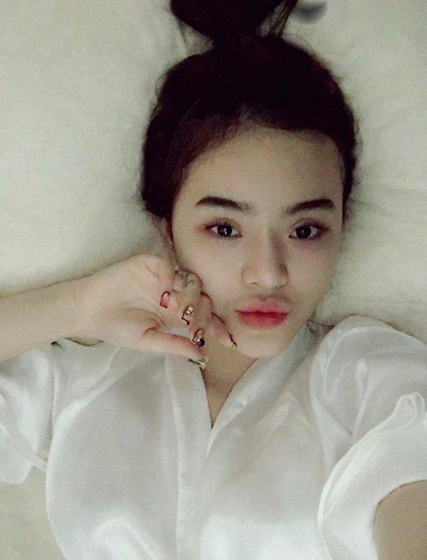 Nín thở với loạt váy áo ngủ trễ nải của em gái Angela Phương Trinh - 8