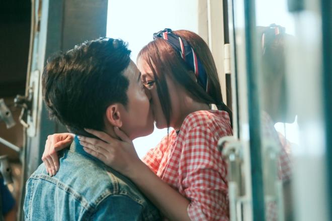 Clip Sam hôn Trường Giang quá cuồng nhiệt giữa tin đồn Nhã Phương trả nhẫn cầu hôn