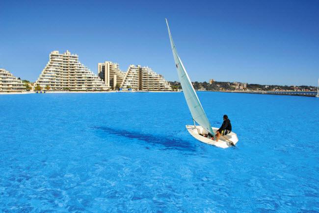 Ngoạn mục bể bơi lớn nhất thế giới ở Chile - 8