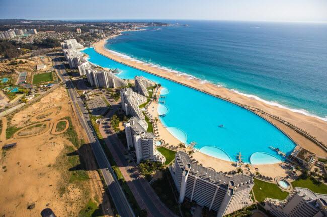 Ngoạn mục bể bơi lớn nhất thế giới ở Chile - 2