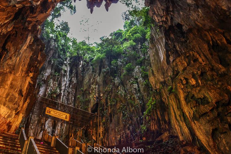 Ngôi đền bí ẩn nằm trong động tại Malaysia - 2