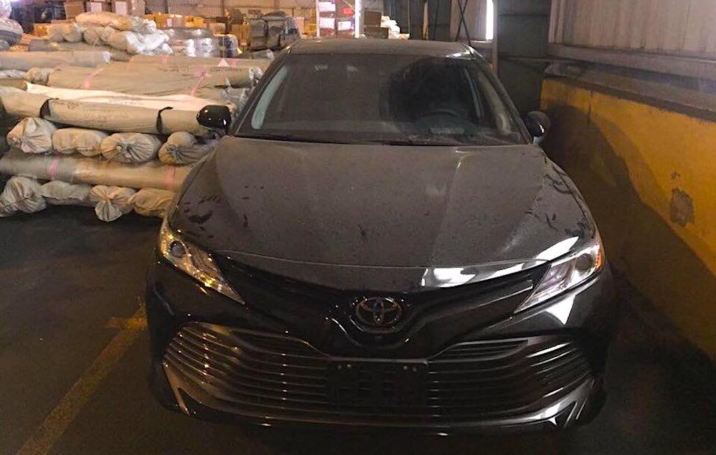 Toyota Camry XLE 2018 phiên bản Mỹ lần đầu tiên về Việt Nam - 1