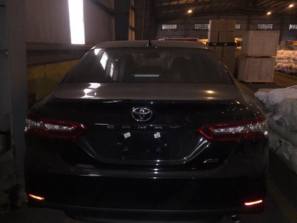 Toyota Camry XLE 2018 phiên bản Mỹ lần đầu tiên về Việt Nam - 2