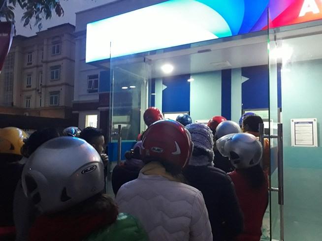 ATM quá tải, cãi lộn vì không rút được tiền tiêu Tết - 11