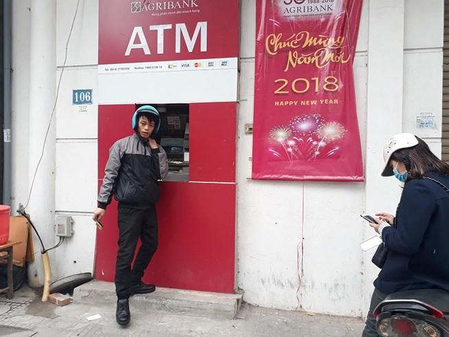 ATM quá tải, cãi lộn vì không rút được tiền tiêu Tết - 2