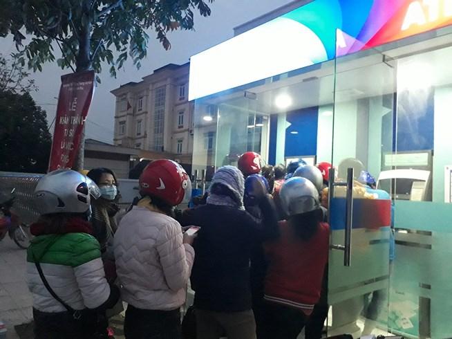 ATM quá tải, cãi lộn vì không rút được tiền tiêu Tết - 7