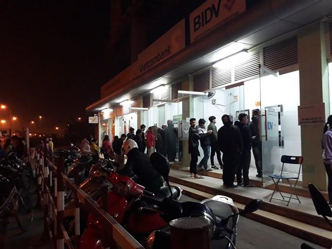 ATM quá tải, cãi lộn vì không rút được tiền tiêu Tết - 9