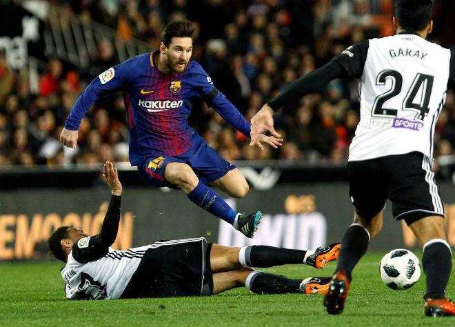 Barca mơ xưng vương cúp C1: Messi vẫn sợ thầy cũ Pep, lo PSG báo thù - 1