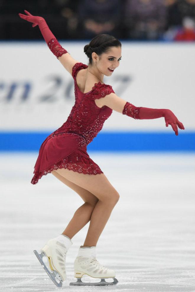 """Tiên nữ """"giáng trần"""" 18 tuổi, phá kỷ lục thế giới gây sốt Olympic mùa đông 3"""