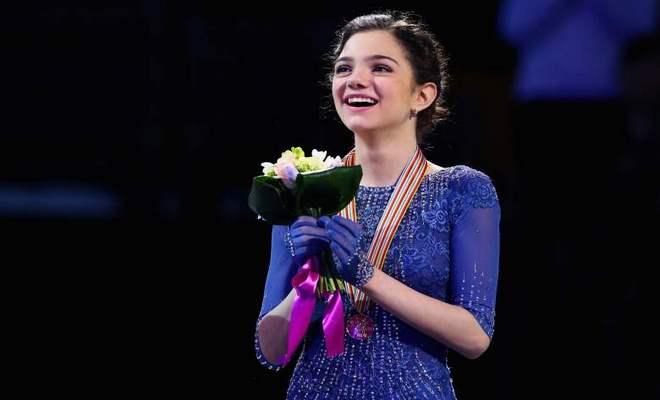 """Tiên nữ """"giáng trần"""" 18 tuổi, phá kỷ lục thế giới gây sốt Olympic mùa đông 4"""