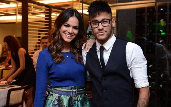 Bồ cũ 22 tuổi của Neymar gây sốt vì hở bạo trên đường phố - 7