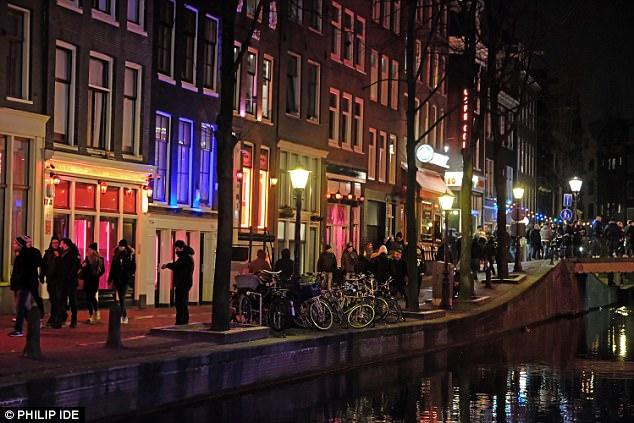 Địa ngục trần gian của gái mại dâm ở Hà Lan - 2