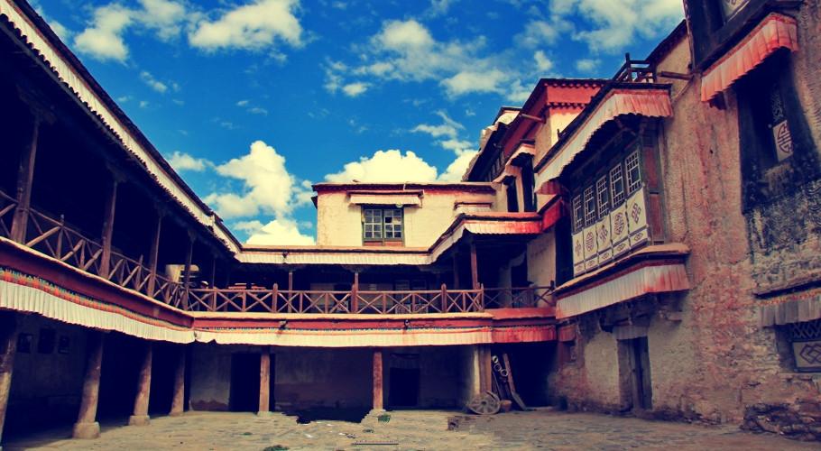 Ngắm biệt thự xa xỉ của quý tộc giàu nhất Tây Tạng - 1
