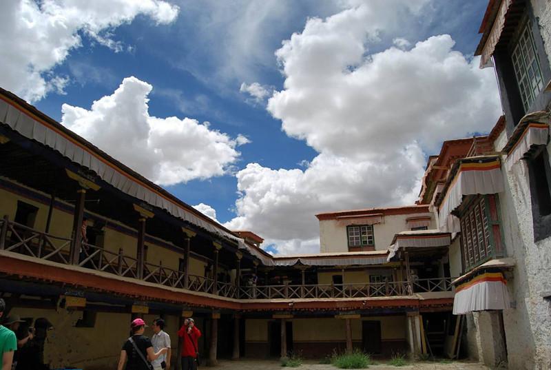 Ngắm biệt thự xa xỉ của quý tộc giàu nhất Tây Tạng - 2