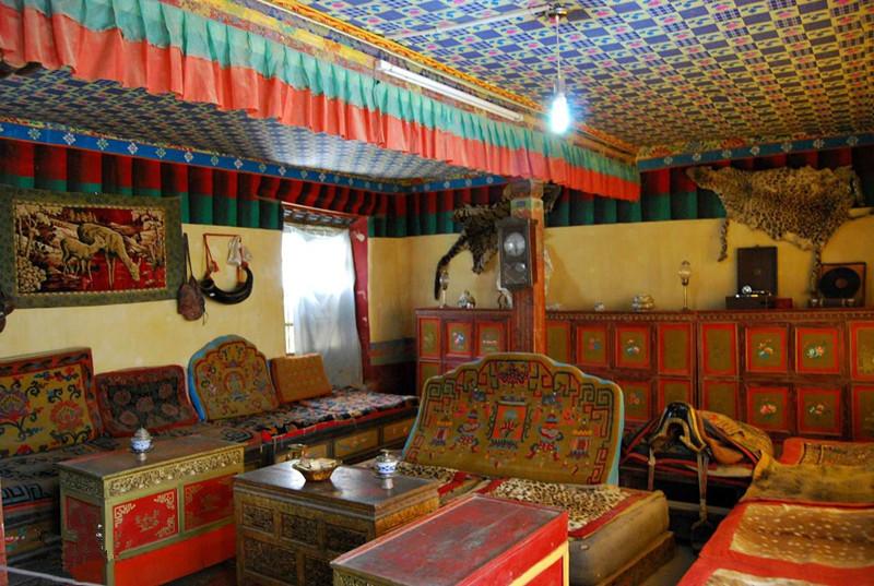 Ngắm biệt thự xa xỉ của quý tộc giàu nhất Tây Tạng - 6