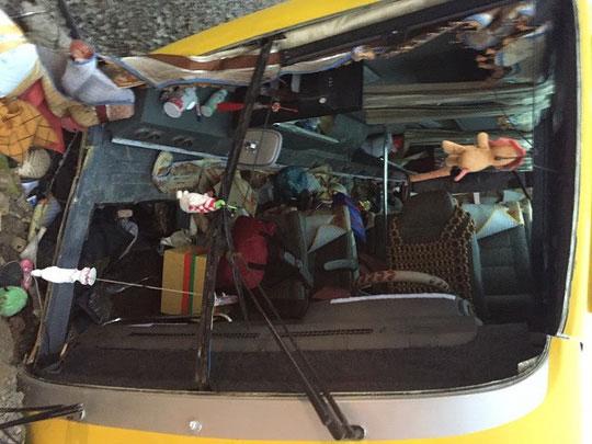 Lật xe khách chở người về quê ăn tết, ít nhất 12 người thương vong - 2