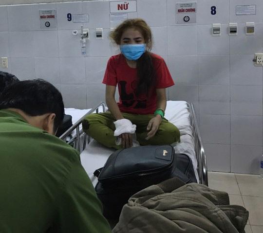 Lật xe khách chở người về quê ăn tết, ít nhất 12 người thương vong - 3