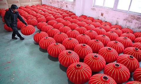 Rực rỡ sắc đỏ Tết Nguyên đán tại làng nghề Trung Quốc - 3