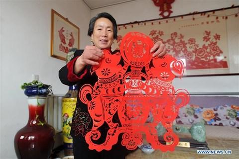 Rực rỡ sắc đỏ Tết Nguyên đán tại làng nghề Trung Quốc - 8