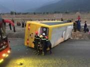 Tin tức trong ngày - Lật xe khách chở người về quê ăn tết, ít nhất 12 người thương vong