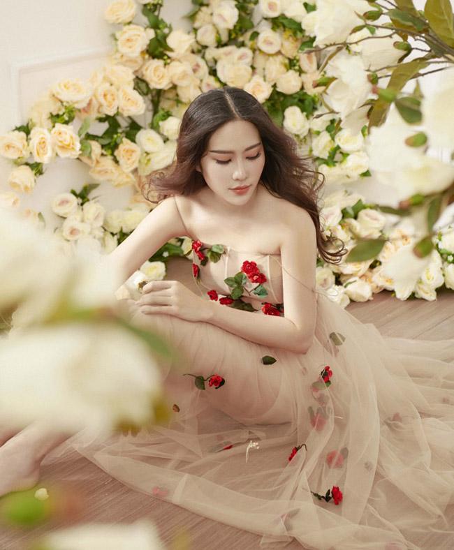 Hoa khôi Nam Em mặc mỏng manh như sương mai đón Tết Mậu Tuất - 2