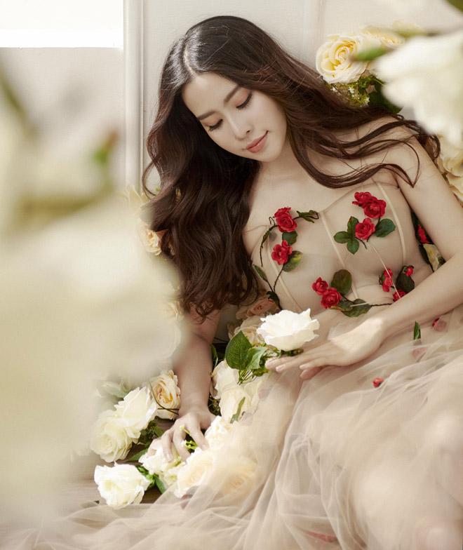 Hoa khôi Nam Em mặc mỏng manh như sương mai đón Tết Mậu Tuất - 3