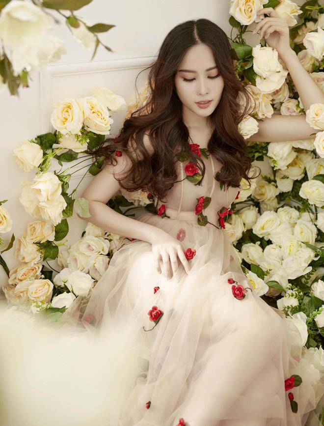 Hoa khôi Nam Em mặc mỏng manh như sương mai đón Tết Mậu Tuất - 4