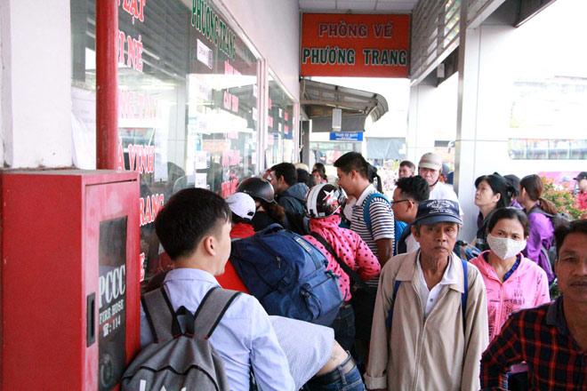 Người miền Tây rồng rắn rời Sài Gòn về quê đón Tết - 7