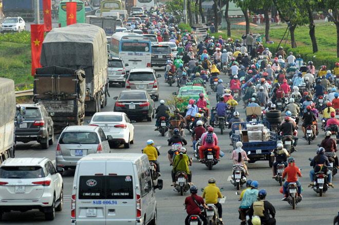 Người miền Tây rồng rắn rời Sài Gòn về quê đón Tết - 2