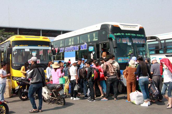 Người miền Tây rồng rắn rời Sài Gòn về quê đón Tết - 6