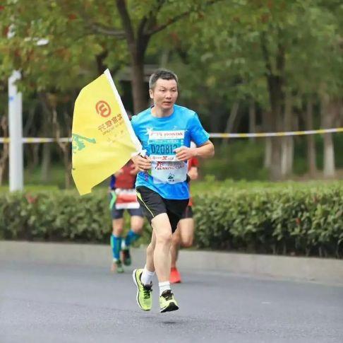 TQ: Chạy bộ hơn 200 cây số để về quê ăn Tết - 2