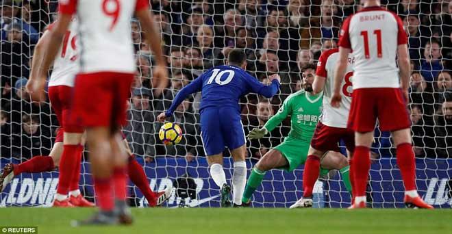"""Chelsea đại thắng: Hazard """"bung lụa"""", hăm dọa Barca 6"""
