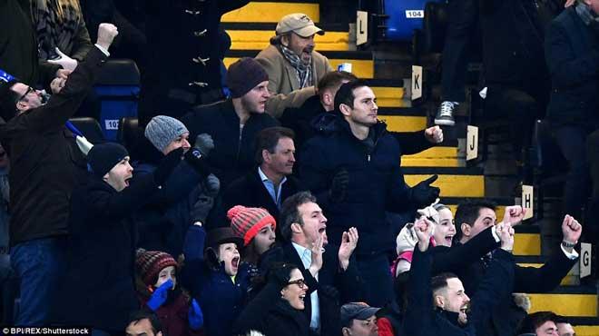 """Chelsea đại thắng: Hazard """"bung lụa"""", hăm dọa Barca 8"""
