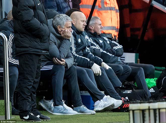MU đánh mất bản lĩnh: Kém ngược dòng, Mourinho thua xa Sir Alex 2