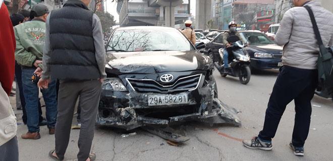 """""""Xe điên"""" gây tai nạn kinh hoàng trên đường Trần Phú chiều 28 Tết"""