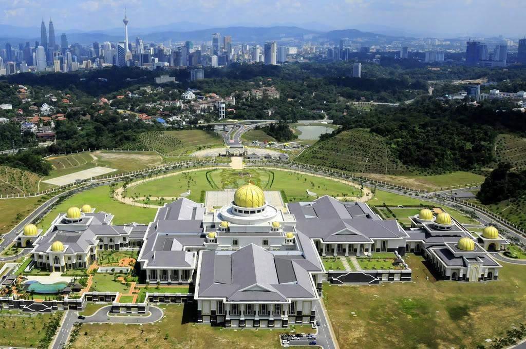 Khám phá cung điện dát vàng lớn nhất thế giới của nhà vua Brunei - 4