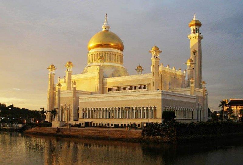 Khám phá cung điện dát vàng lớn nhất thế giới của nhà vua Brunei - 2